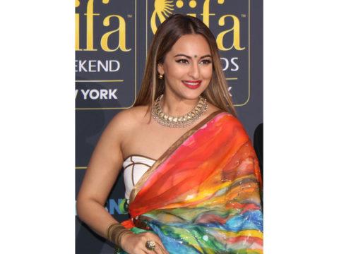 Sonakshi Sinha IIFA 2017 Green Carpet 35586491213 cropped resize