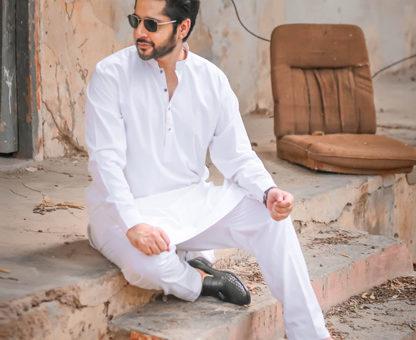 Imran Ashraf dons a traditional Pakistani shalwaaz kameez by