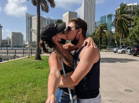 julia trubkina and brandon gibbs kissing selfie