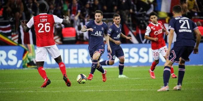 Messi against Raine