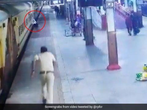 750v4s44 rpf constable saves man nagpur twitter 625x300 11 September 21
