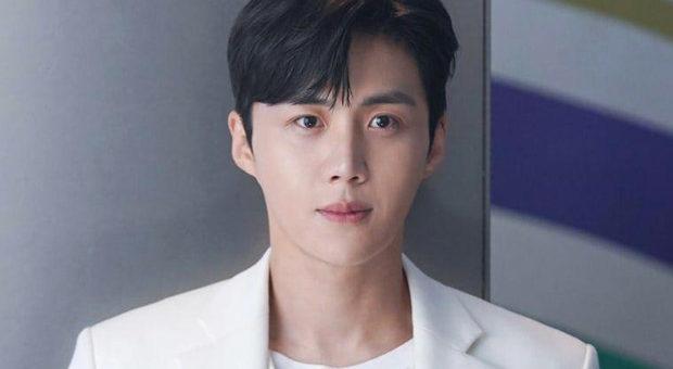 After Hometown Cha Cha Cha Kim Seon Ho to make his big screen debut in director Park Hoon Jung's Sad Tropics 2