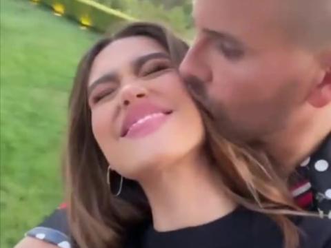 scott kisses amelia